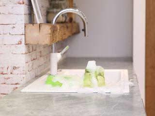 Unsere Küchenausstellung in Schwabach Küchen Häupler Moderne Geschäftsräume & Stores Keramik Weiß