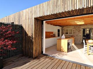Miner's Cottage I design storey Eklektik Balkon, Veranda & Teras
