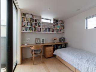 設計事務所アーキプレイス Nowoczesna sypialnia Kompozyt drewna i tworzywa sztucznego Beżowy