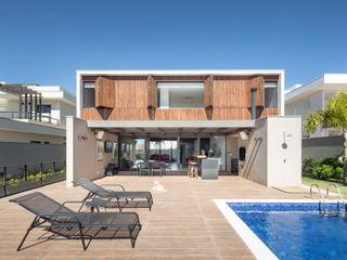 Casa LA - Esquadra Arquitetos + Yi arquitetos Joana França Casas modernas Madeira