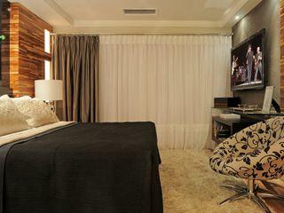 Juliana Lahóz Arquitetura Modern Bedroom Wood Black
