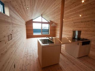 神戸町の家 FrameWork設計事務所 ラスティックデザインの キッチン