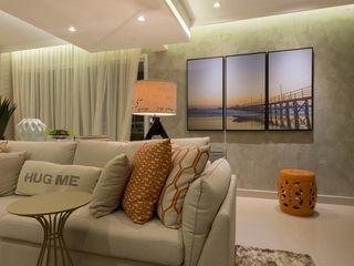 Renata Matos Arquitetura & Business Living roomSofas & armchairs Flax/Linen Orange