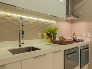 Renata Matos Arquitetura & Business Modern style kitchen MDF White