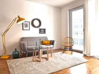 Musterwohnung in schwarz-gelb Karin Armbrust - Home Staging Skandinavische Wohnzimmer
