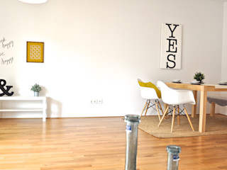 Musterwohnung in schwarz-gelb Karin Armbrust - Home Staging Skandinavische Esszimmer