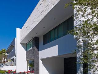 RESIDENCIA ALONSO Excelencia en Diseño Casas modernas Piedra Blanco