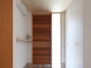水石浩太建築設計室/ MIZUISHI Architect Atelier Pasillos, vestíbulos y escaleras modernos