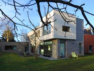 GUE' HOUSE DCA Balcon, Veranda & Terrasse modernes Béton Gris