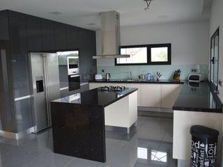 Ansidecor Nhà bếp phong cách hiện đại Gỗ thiết kế Multicolored