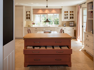 BAUR WohnFaszination GmbH Classic style kitchen Wood White
