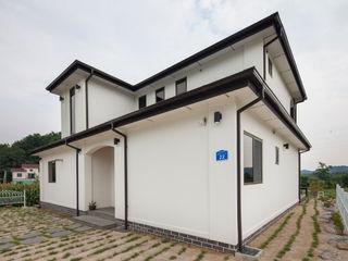 공간감 있는 내부 구조가 매력적인 내추럴풍 주택 (제천 신월동) 윤성하우징 모던스타일 주택 그레이