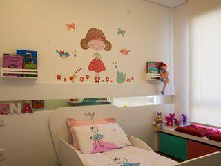 Dormitório Menina - Residência Cond. Clarity Light Living Tania Bertolucci de Souza   Arquitetos Associados Quarto infantil moderno