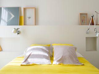 Reforma de vivienda en el Eixample. Barcelona manrique planas arquitectes Dormitorios de estilo mediterráneo