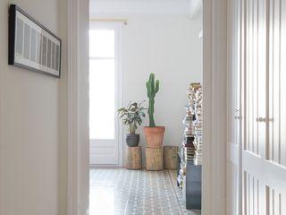 Reforma de vivienda en el Eixample. Barcelona manrique planas arquitectes Comedores de estilo mediterráneo