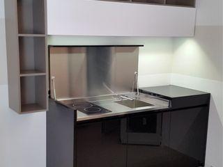 Cucine monoblocco con coperchio di chiusura a ribalta - STILE NAUTICA YACHT SIZEDESIGN SMART KITCHENS & LIVING SoggiornoContenitori MDF Nero