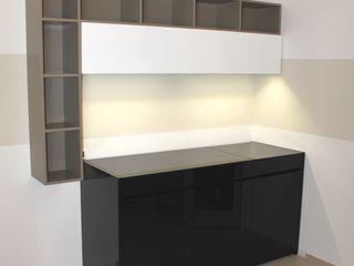 Cucine monoblocco con coperchio di chiusura a ribalta - STILE NAUTICA YACHT SIZEDESIGN SMART KITCHENS & LIVING CucinaContenitori & Dispense