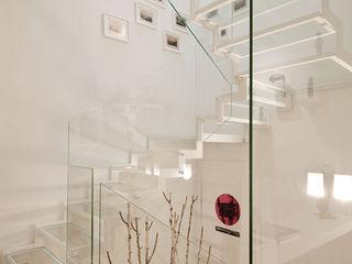 Ni.va. Srl Modern Corridor, Hallway and Staircase Glass White