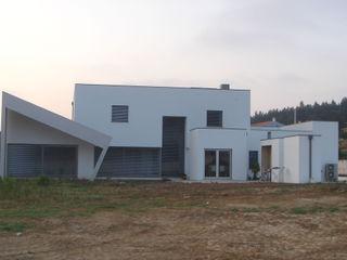 Arquitecto Aguiar Minimalist houses Reinforced concrete White