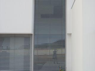 Arquitecto Aguiar Minimalist windows & doors Aluminium/Zinc