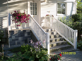 TOP FENCE s.c. Modern style balcony, porch & terrace Plastic White