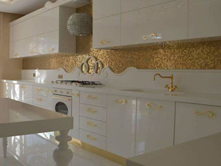 homify KitchenCabinets & shelves Glass Amber/Gold