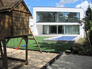 Ein GFK Pool für die Hauptstadt Hesselbach GmbH Moderner Garten