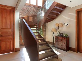 homify カントリースタイルの 玄関&廊下&階段