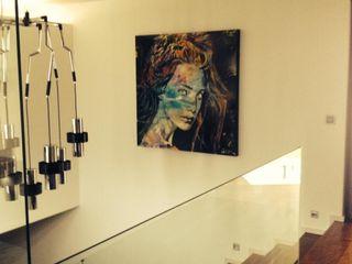 Lili Miranda-Designer de Interiores Corridor, hallway & stairsLighting