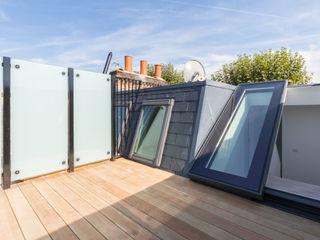 Modern flat – Loft Extension and Renovation, Fulham, SW6 TOTUS Modern balcony, veranda & terrace