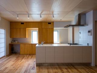 アトリエ24一級建築士事務所 Modern dining room Wood