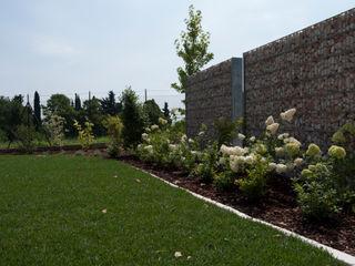 Modern garden Lugo - Architettura del Paesaggio e Progettazione Giardini Vườn phong cách hiện đại