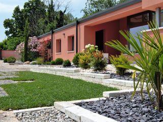 Modern garden Lugo - Architettura del Paesaggio e Progettazione Giardini Sân trước