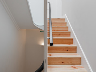 Pedro Ferreira Architecture Studio Lda Minimalist corridor, hallway & stairs White