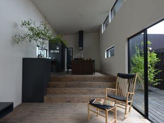 「 Real & Simple 」という家 TKD-ARCHITECT モダンデザインの リビング