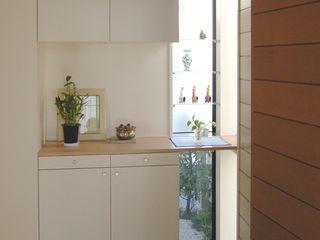 木造のスケルトンリフォーム HT-house シーズ・アーキスタディオ建築設計室 モダンスタイルの 玄関&廊下&階段