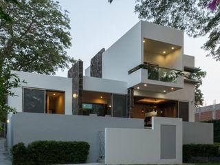 LUIS GRACIA ARQUITECTURA + DISEÑO Modern Houses Stone White