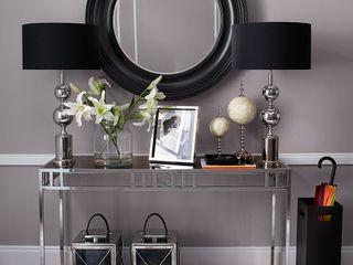 Conexo. モダンスタイルの 玄関&廊下&階段 金属 黒色