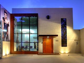 Cris Nunes Arquiteta Klassische Ladenflächen