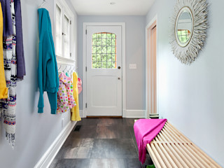Mudroom Clean Design Modern corridor, hallway & stairs