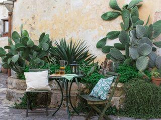 Boite Maison Mediterranean style garden