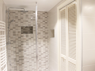 Agence ADI-HOME Kamar Mandi Modern Keramik White