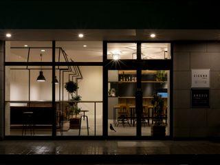 ALTS DESIGN OFFICE Дома в рустикальном стиле Железо / Сталь Серый