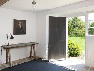 Stones Farm My-Studio Ltd Flur, Diele & Treppenhaus im Landhausstil Kalkstein Grau