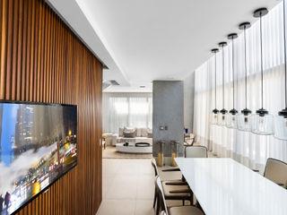 Studio Leonardo Muller Ruang Makan Modern Kayu White