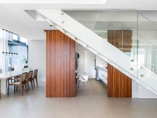 Studio Leonardo Muller Pintu & Jendela Modern Kayu White