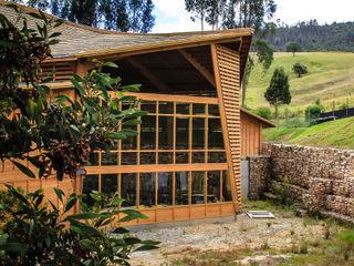 Taller de Ensamble SAS Industrial style wine cellar Wood Wood effect