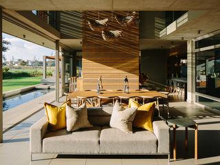 House Serengeti www.mezzanineinteriors.co.za Modern living room Wood Yellow