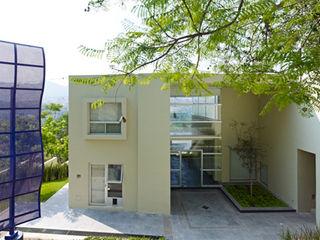 RESIDENCIA OROZCO Excelencia en Diseño Casas minimalistas Concreto Beige