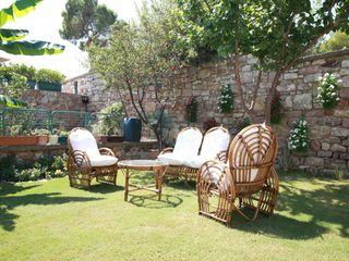 homify Mediterranean style garden Wood Beige